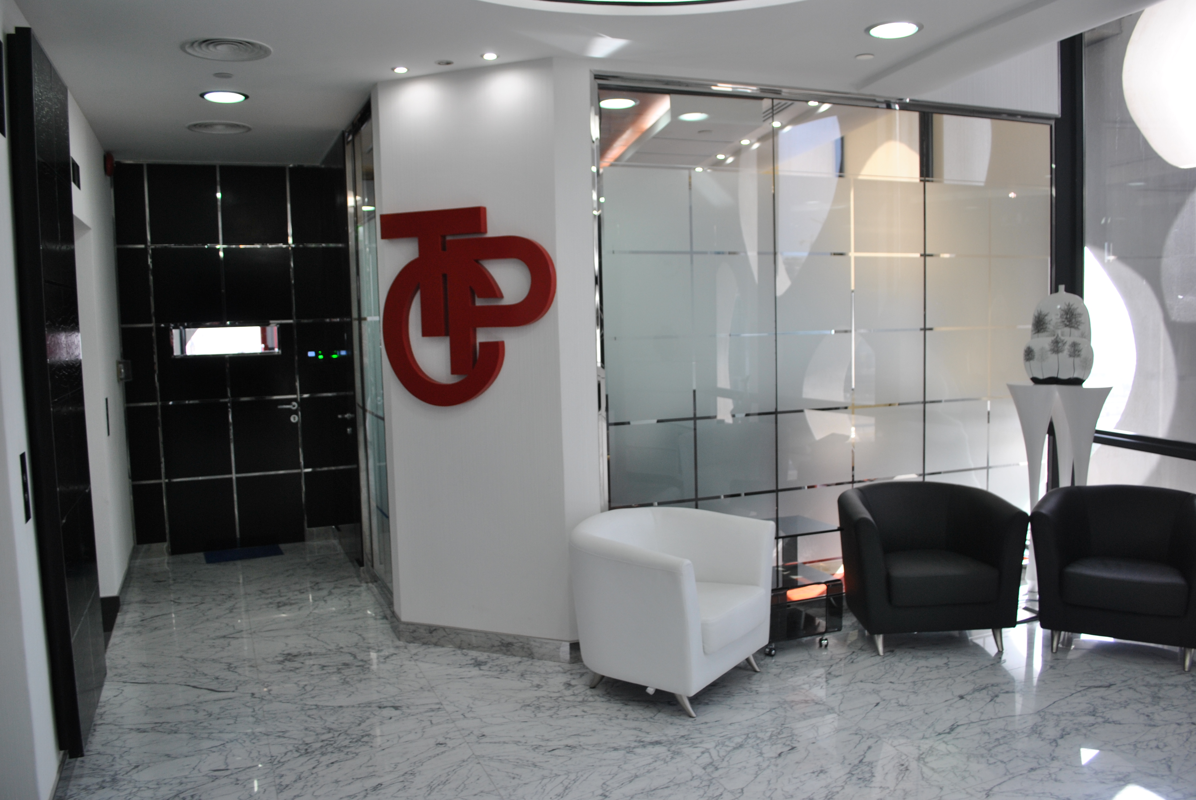 Types of glass partitions in designing interiors all for Types of glass used in interior